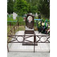 Памятник фигурный коричневый (Дымовский гранит)