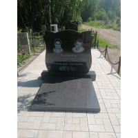 Памятник семейный (Карельский гранит) Размер стелы 900*1000*70 м